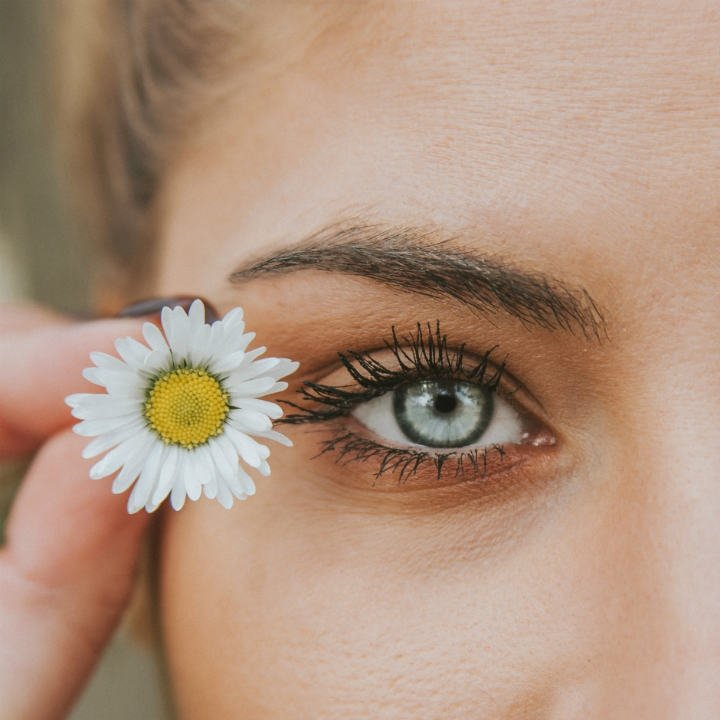 Tired look and dark circles: 9 tips to enhance your eyes